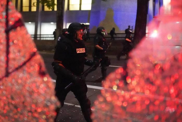 Noite de protestos de terça-feira, onde as manifestações continuaram por dias após o tiro policial de Jacob Blake