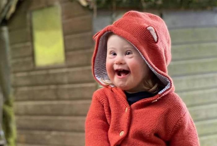 Eleanor Manton estrelou a campanha de uma marca internacional de roupas infantis
