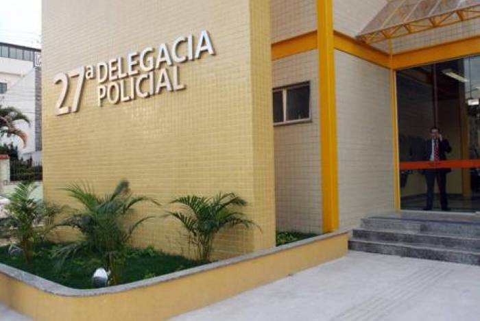 Vítima foi levada para a delegacia de Vicente de Carvalho