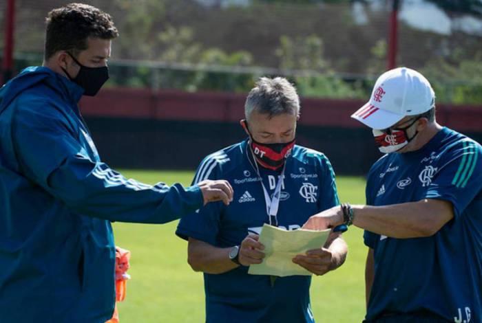 Torrent deve escalar equipe de acordo com características do Santos, próximo rival
