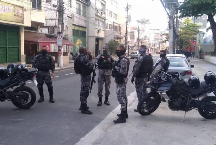 Policiais do Bope conseguiram a rendição de bandido ue manteve mãe e filha reféns no Rio Comprido, Zona Norte do Rio