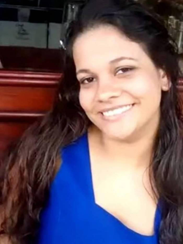 Ana Cristina, 25 anos, é baleada ao tentar proteger o filho