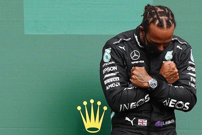 Lewis Hamilton homenageia o 'Pantera Negra' Chadwick Boseman