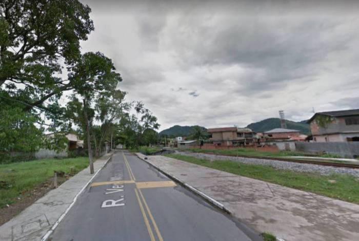 O caso aconteceu na noite da última sexta-feira na Rua Vereador Moacyr Pimentel, em Guapimirim