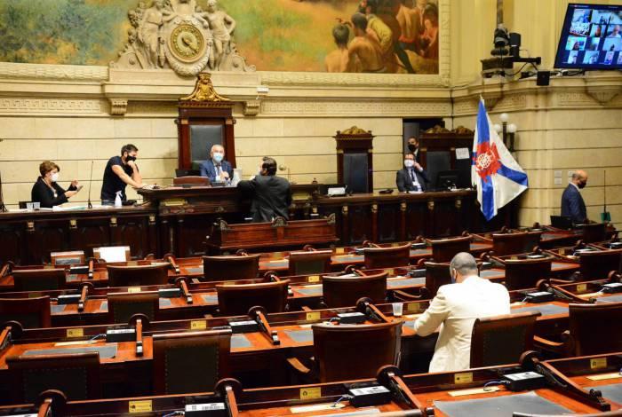 Plenário da Câmara tem ficado vazio com sessões semipresenciais. Expectativa é de que vereadores encham mais o espaço na votação de quinta-feira