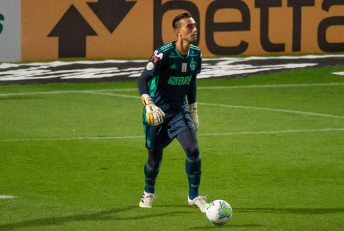 César foi o titular na vitória do Flamengo diante do Coritiba, no Couto Pereira