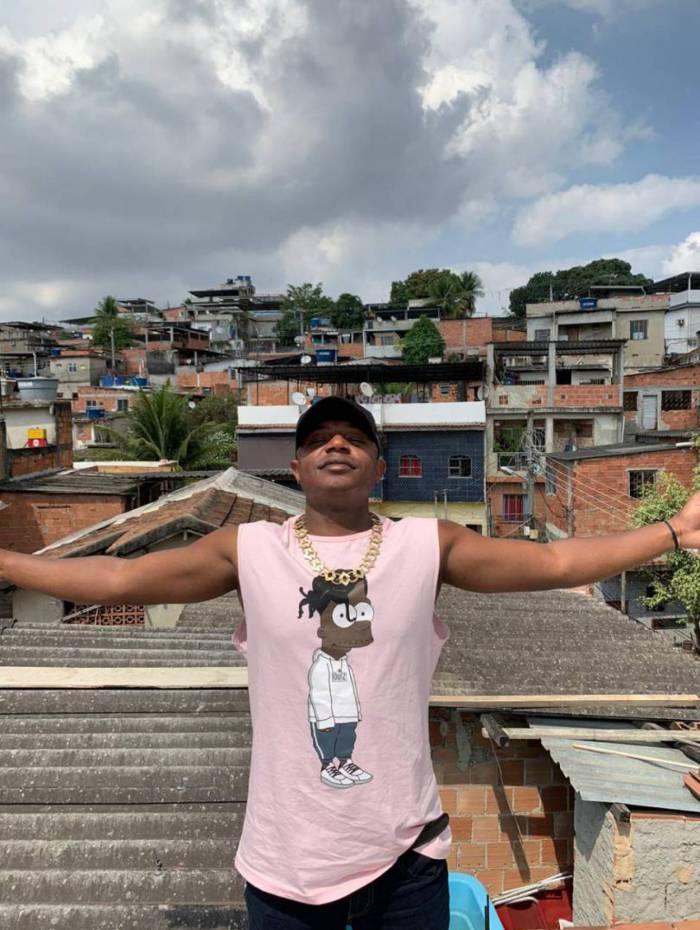 MC Urubuzinho, cria do Caju, fala sobre sua carreira e os planos para o futuro