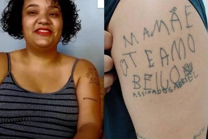 Mãe tatua frase do filho que virou meme