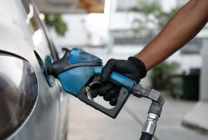 O preço médio do litro do álcool saltou de R$ 3,221 para R$ 3,901