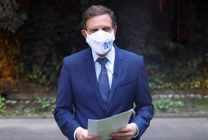 Prefeito Crivella postou vídeo nas redes sociais atacando a TV Globo após reportagens negativas sobre 'Guardiões' na porta de hospitais