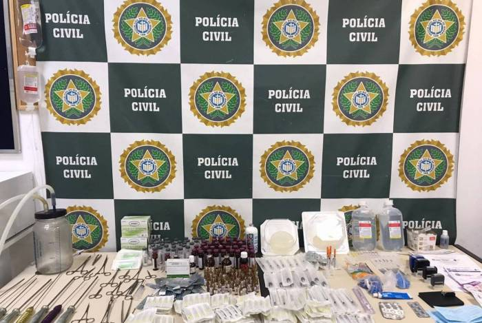 Foram apreendidos equipamentos, materiais e medicamentos usados nos procedimentos ilegais