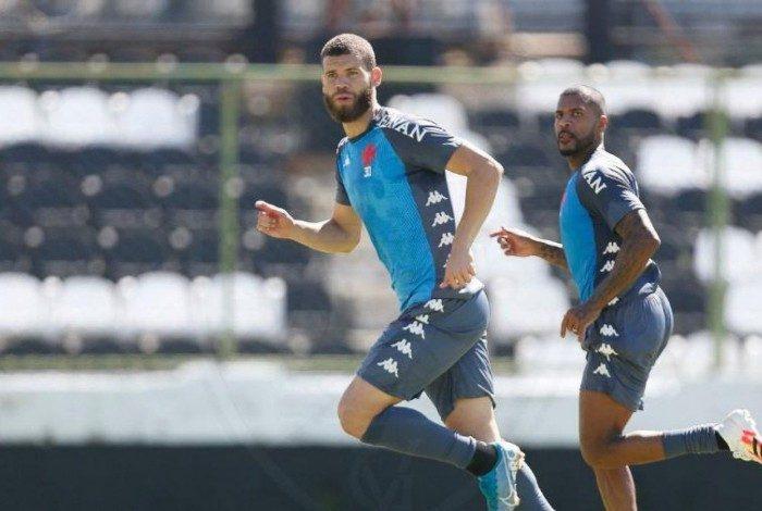 Após a suspensão cumprida na derrota para o Inter, Marcelo Alves deve voltar à zaga contra o Corinthians