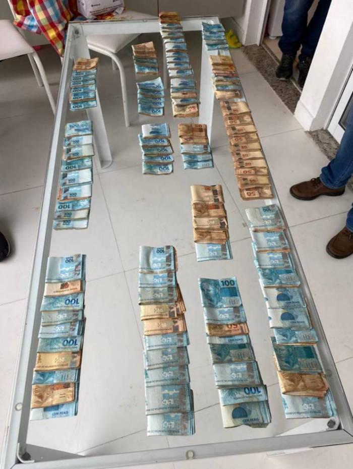 Dinheiro apreendido durante a operação em Rio das Pedras