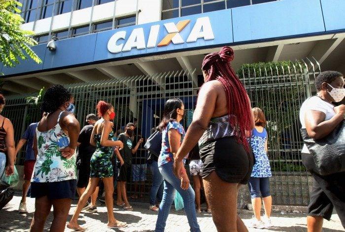O auxílio emergencial, criado durante a pandemia da covid-19 em 2020 e suspenso em 2021, pode ser retomado para 40 milhões de brasileiros