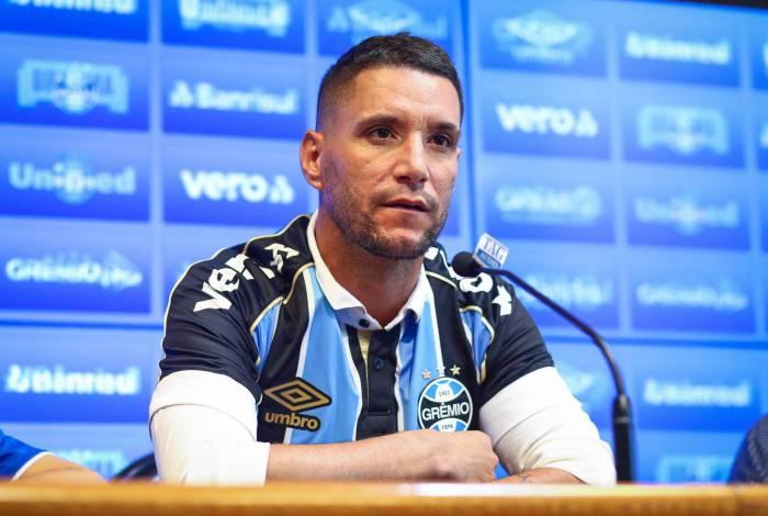 Thiago Neves, ex-Cuzeiro, foi apresentado oficialmente pelo Grêmio