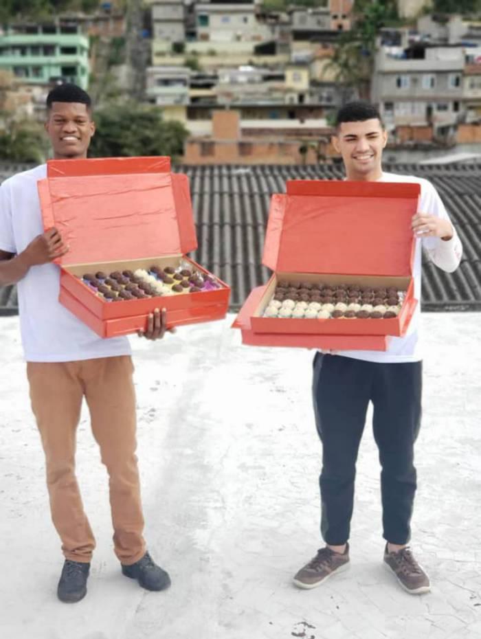 Luiz Guerreiro e o amigo Felipe Donato vendem delícias de vários sabores