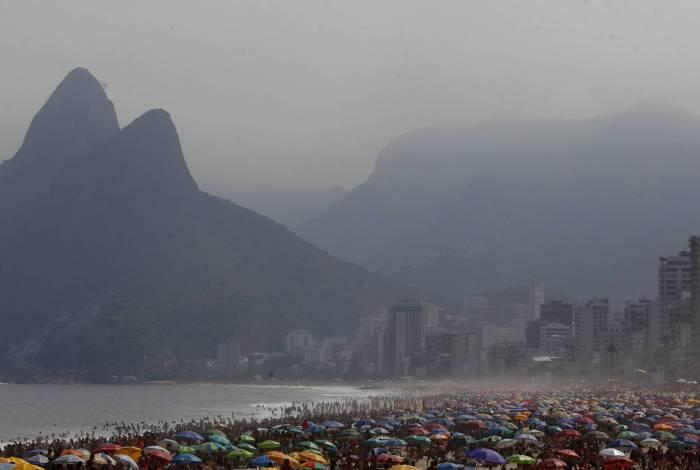 Cariocas lotam as praias no feriado de 7 de Setembro. Foto: Luciano Belford/Agência O Dia