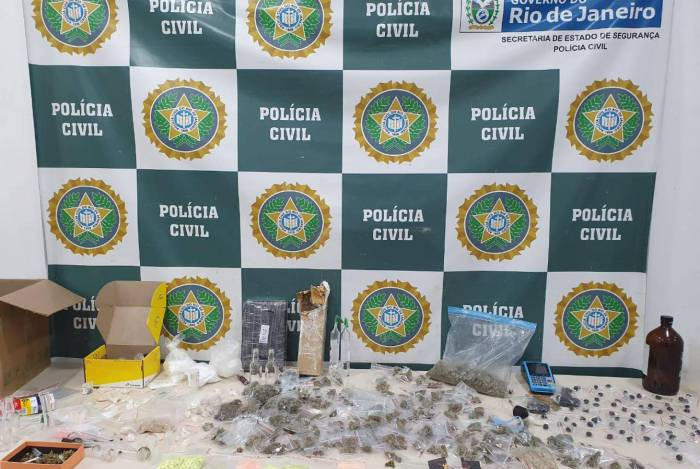 O material apreendido pela polícia na casa do traficante