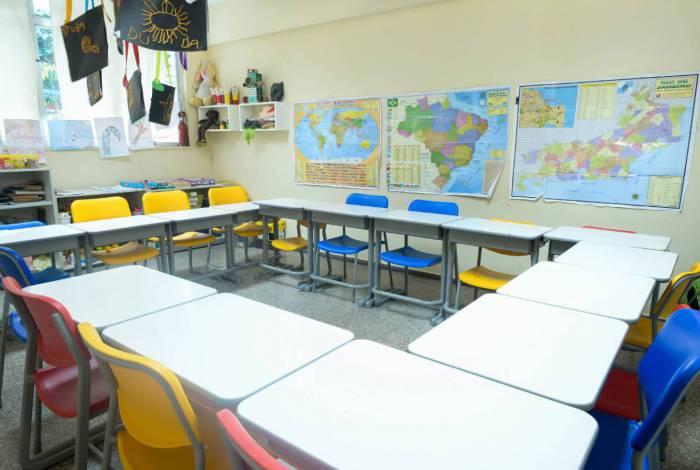Sala de aula vazia: ações educacionais estão acontecendo remotamente