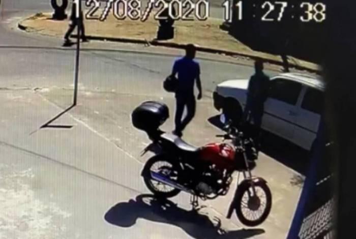 Imagem de vídeo cedido pela Polícia Civil em que aparece Carlos Célio Soares, de 53 anos