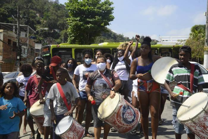 Moradores e lideranças do Conjunto de Favelas do Viradouro, em Niterói, realizaram Ocupação Cultural Artística do Viradouro contra a Ocupação Policial