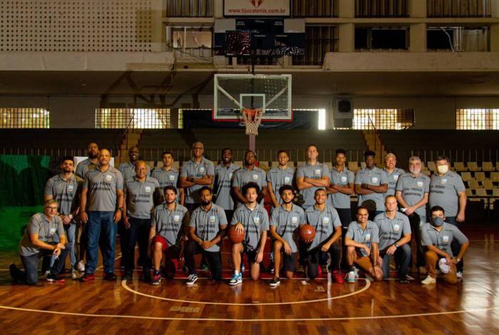 Jogadores e integrantes da comissão técnica do Clube Desportivo Atitude: um projeto que não visa ao lucro e que pode ganhar visibilidade com a participação no campeonato adulto