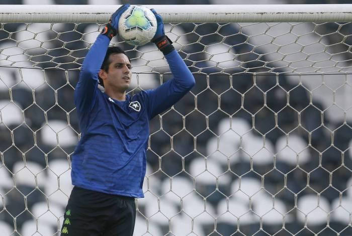 O goleiro paraguaio, que é ídolo do Botafogo, ainda está em recuperação de uma lesão óssea e não tem previsão para retomar o posto de titular na meta alvinegra