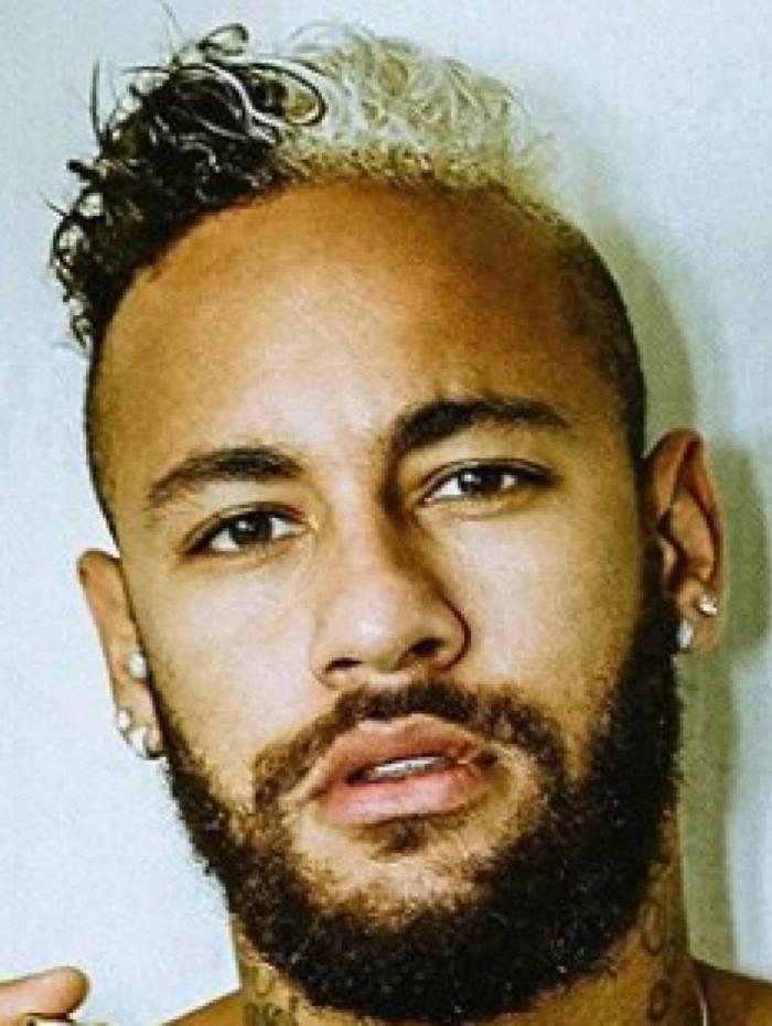 Neymar é expulso e alvo de racismo