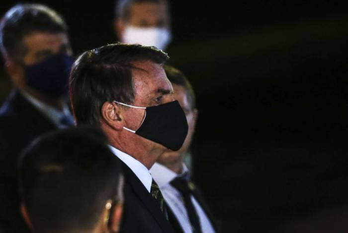 Governo Jair Bolsonaro omite há um ano os pagamentos feitos a militares da reserva e pensionistas