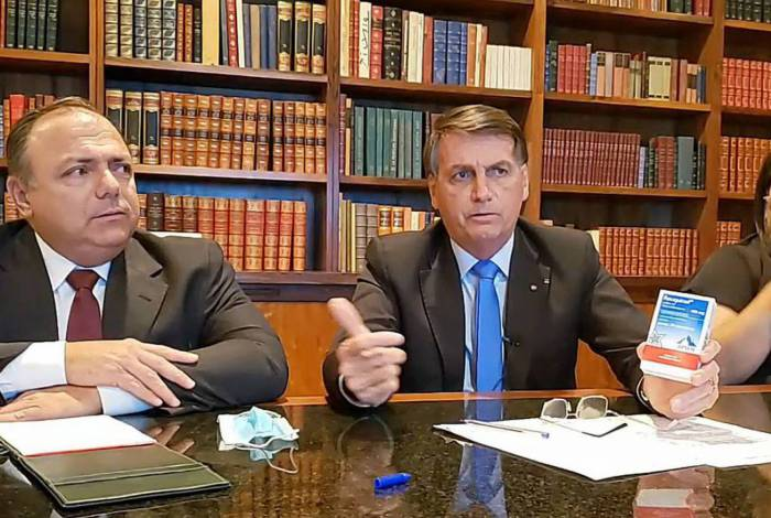 Bolsonaro defende cloroquina em live, ao lado do ministro interino da Saúde, Eduardo Pazuello