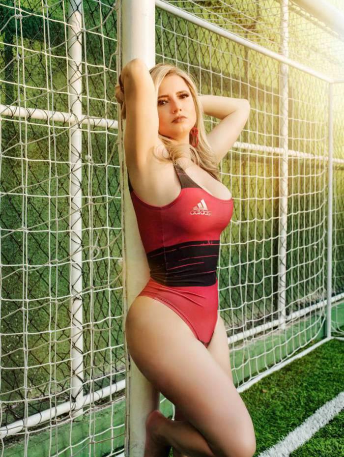 Aline Luic é torcedora do Flamengo — A Gata da Hora