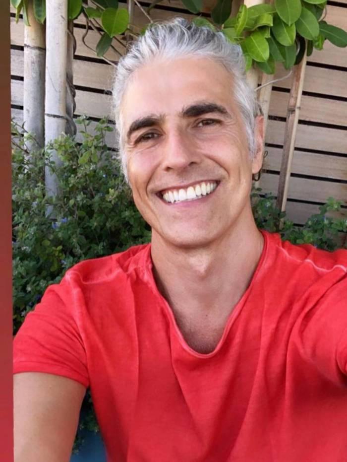 Reynaldo Gianecchini assume cabelos brancos