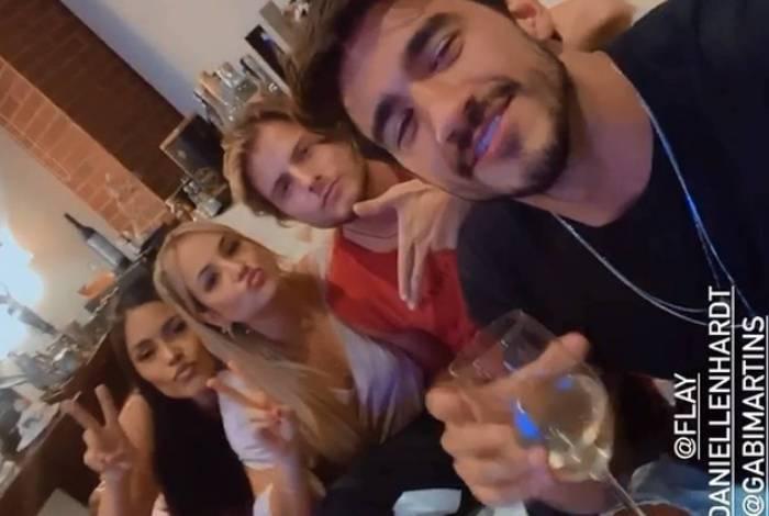 Flay, Gabi Martins, Daniel e Gui se reencontram
