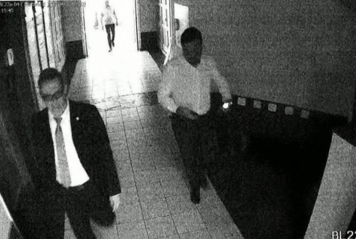 Imagens de Cláudio Castro em elevador com empresário preso Flávio Chadud estão em investigação