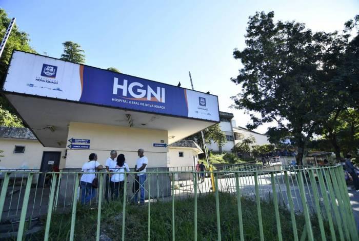 Outras duas pessoas ficaram feridas no local; uma delas foi socorrida ao Hospital Geral de Nova Iguaçu (HGNI)
