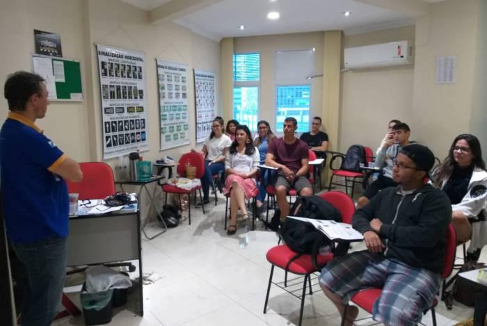 Lei que libera autoescolas a oferecerem aula teórica online durante a pandemia é sancionada