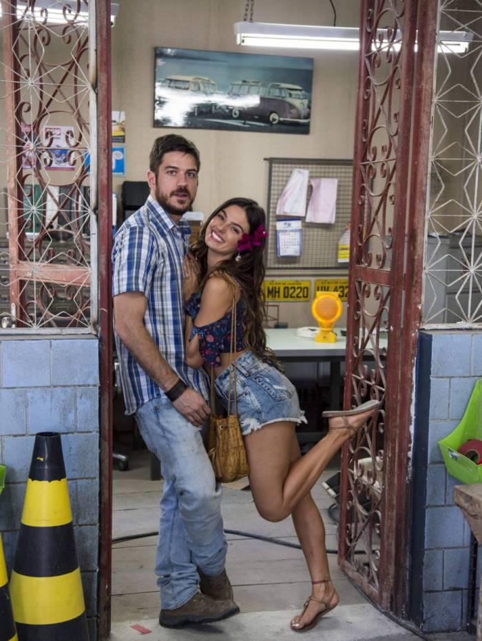 Ritinha (Isis Valverde) e Zeca (Marcos Pigossi)