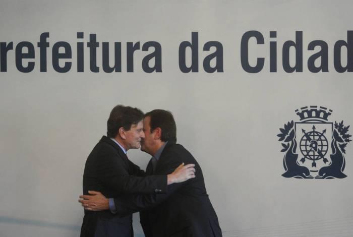 Paes e Crivella na transmissão de posse, em 2017