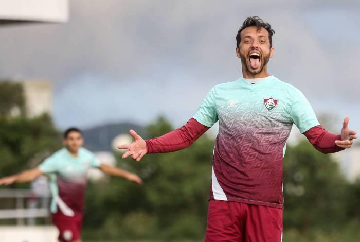 Aos 39 anos e de bem com as redes, o apoiador Nenê é o artilheiro do Fluminense na temporada