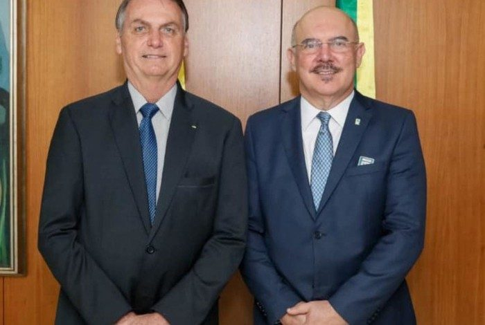 Ministro da Educação Milton Ribeiro ao lado de Jair Bolsonaro