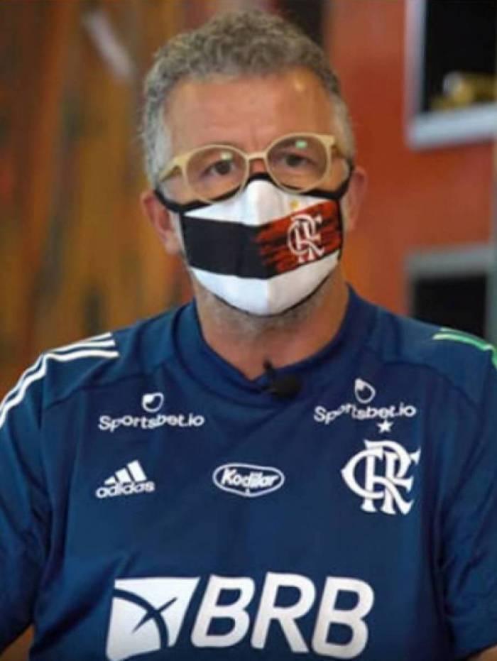 Auxiliar de Dome Jordi Guerrero se despede da torcida do Flamengo