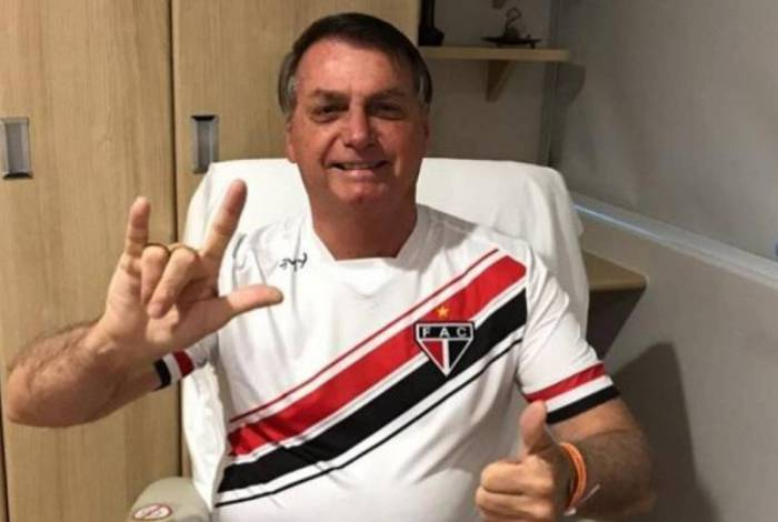 Bolsonaro se recupera no Hospital Albert Einstein após cirurgia