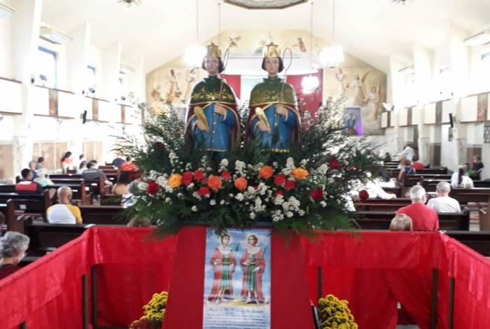 Fiéis celebram o Dia de São Cosme e Damião