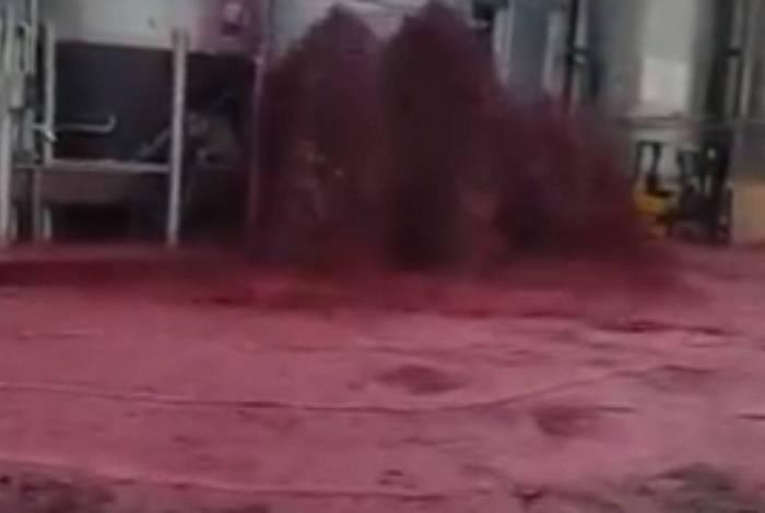 Tanque de vinho derramou cerca de 50 mil litros