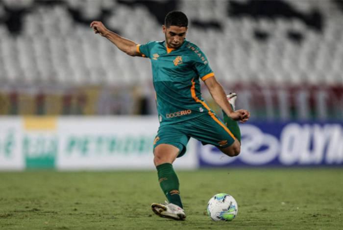 Michel Araújo completou 24 anos nesta segunda e marcou o primeiro gol da goleada do Fluminense sobre o Coritiba por 4 a 0 no Nilton Santos