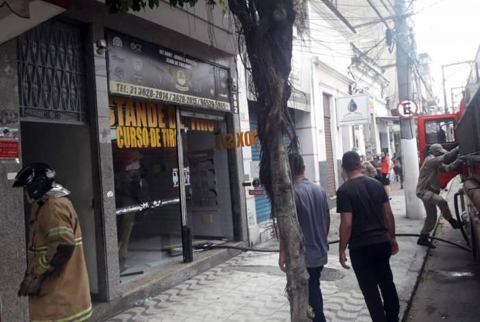 Incêndio aconteceu na Rua Visconde de Sepetiba, no Centro de Niterói