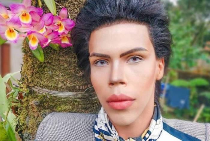 Felipe Adam tem 16 anos e quer se transformar no boneco Ken