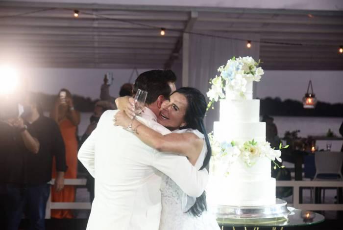 Gretchen e Esdras de Souza se casaram nesta quarta-feira