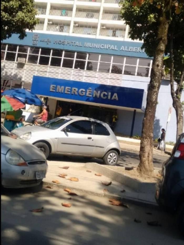 Ação da Prefeitura foi em frente ao Hospital Municipal Albert Schweitzer, em Realengo