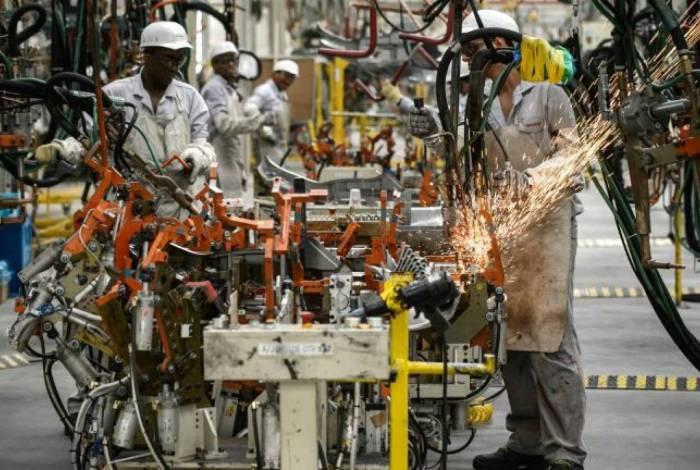 Produção industrial brasileira cresce 3,2% em agosto frente a julho